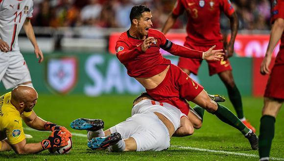 Cristiano Ronaldo tuvo que salir lesionado a los 31 minutos de juego.