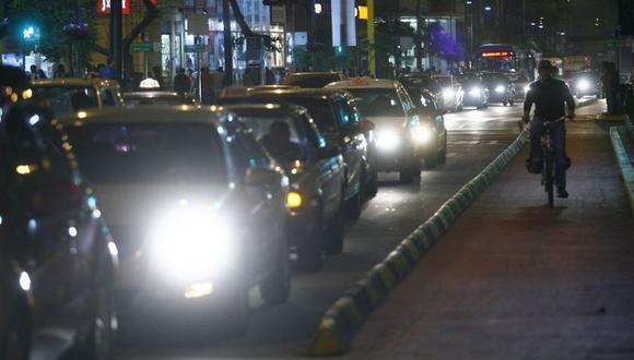 Otro de los planteamientos es la segregación de paraderos de transporte público por rutas para evitar el congestionamiento en avenidas principales. Además, se contempla una nueva localización de paraderos de taxis y el apoyo en la ejecución de los corredores metropolitanos de transporte público. (Imagen referencial/Archivo)