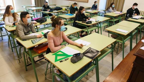 España se enfrenta a un reto educativo prácticamente sin precedentes: garantizar la seguridad sanitaria en escuelas, colegios e institutos para los 8,2 millones de estudiantes no universitarios que inician las clases. (Foto: CESAR MANSO / AFP)
