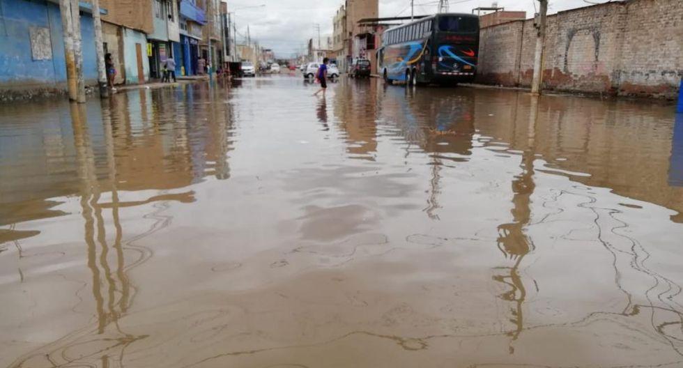 Ayer, las calles de Chiclayo amanecieron anegadas debido a la intensa lluvia de la noche del jueves. (Foto: cortesía)