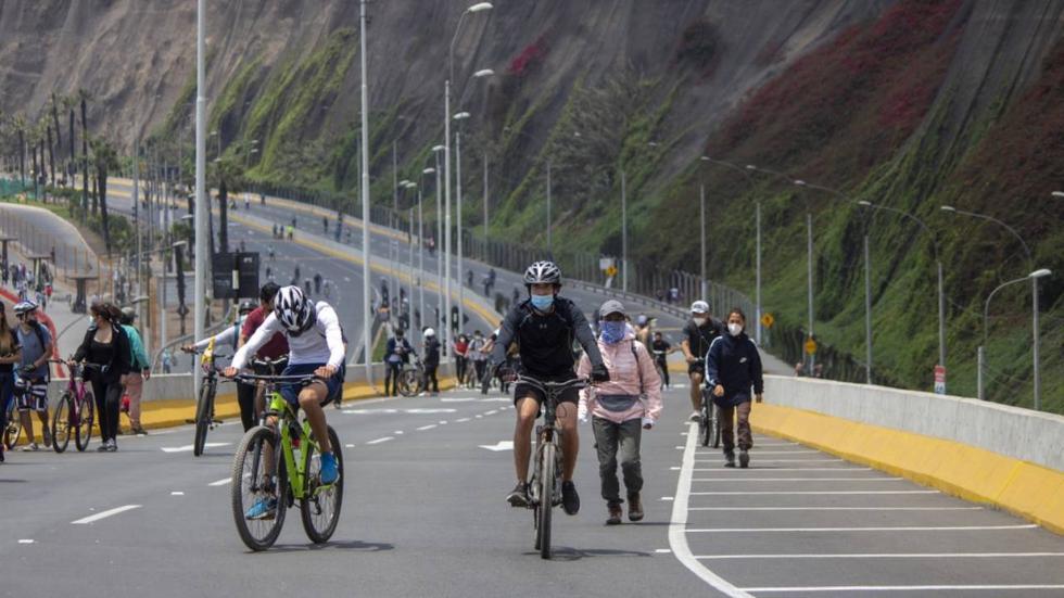 Conoce en esta nota las vías y horarios restringidos para los vehículos, debido a la iniciativa que fomenta la realización de deporte y recreación. (Foto: Municipalidad de Lima)