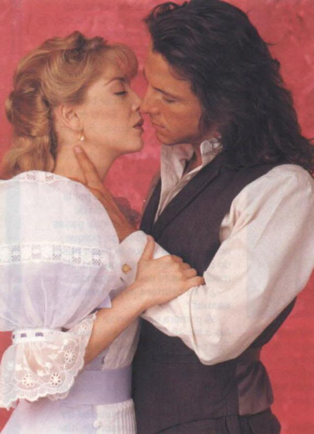 Edith González and Eduardo Palomo kissed outside the recording set and this helped them a lot in their love scenes in the telenovela (Photo: Televisa)