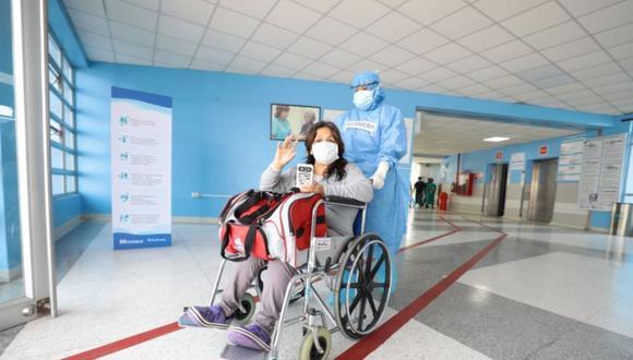 Muchos de los pacientes que volvieron a sus hogares permanecieron varias semanas conectados a ventiladores mecánicos, informó el Minsa. (Foto: Minsa)