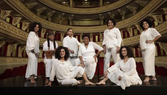 """Grupo de actrices que escenificará el  poema """"Me gritaron negra"""" de Victoria Santa Cruz, hoy en el Teatro Municipal (Foto: Anthony Niño de Guzmán)"""