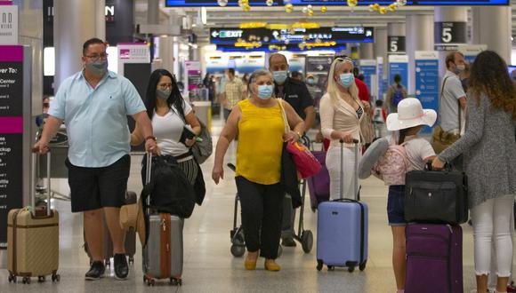 Imagen de pasajeros en el aeropuerto internacional de Miami. (Foto: AP)