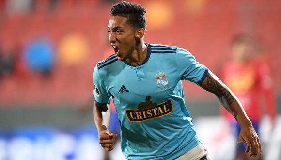 Cristal vs. Española: Gonzáles anotó el 1-0 de cabeza tras potente remate de Ortiz por Sudamericana   VIDEO. (Foto: AFP)