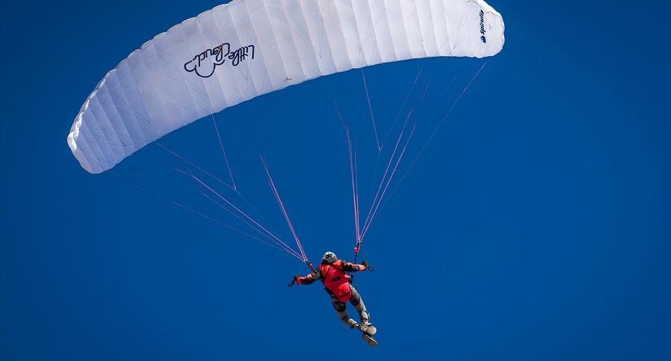 Paracaídas no le abre en pleno salto y tiene que recurrir a arriesgada maniobra para salvarse. El video es viral en Facebook. (Nick Venton)