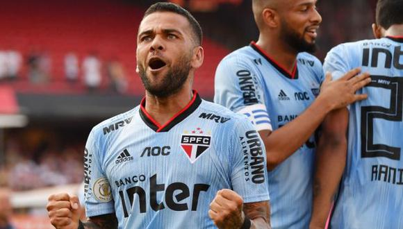 Alves marcó antes del entretiempo del duelo disputado en el estadio Morumbí. (Foto: AFP)