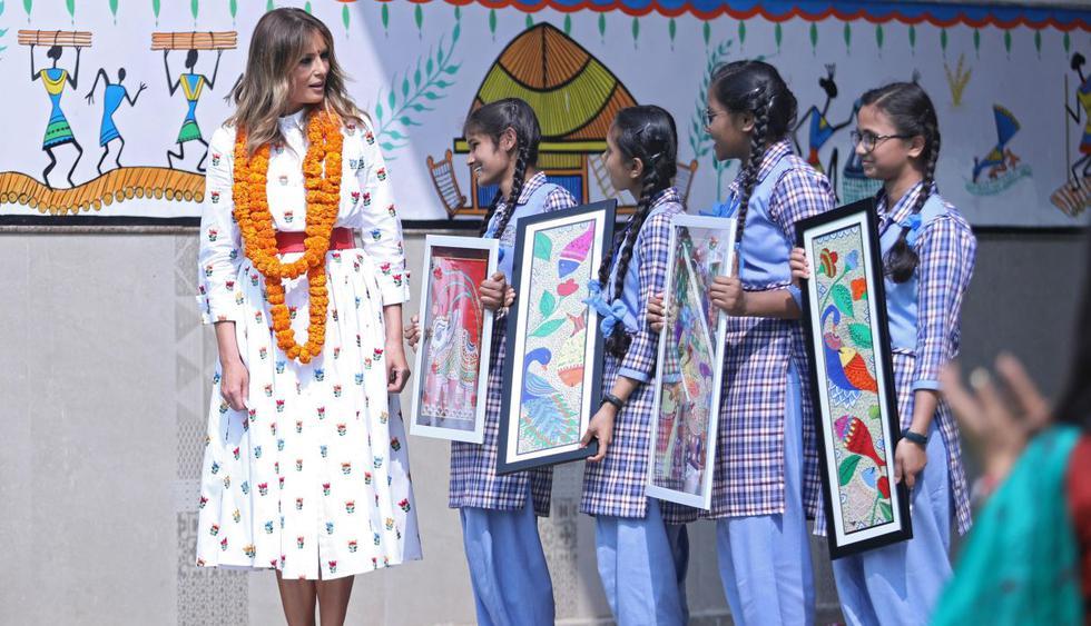 """Melania Trump visitó el martes una escuela en Nueva Delhi, la capital de India, que imparte un """"plan de estudios de felicidad"""", enraizado en prácticas de """"mindfulness"""" o conciencia plena. (EFE)"""