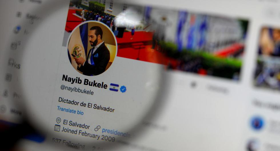"""El episodio más reciente dentro del polémico mandato de Bukele se escribió a inicios de esta semana cuando cambió su descripción primero por """"Dictador de El Salvador"""" y luego por """"El Dictador más 'cool' del mundo mundial"""", en señal de burla a sus críticos. (Foto: José Cabezas / Reuters)"""