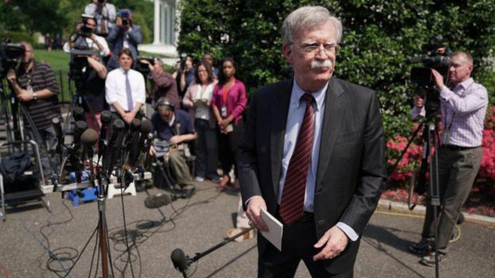 """El asesor de seguridad nacional de Estados Unidos, John Bolton, afirmó que Maduro vive """"en una jaula de escorpiones"""". Foto: Getty images, vía BBC"""
