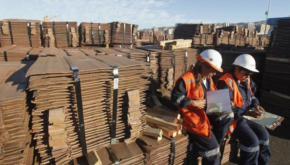 La SNMPE explicó que el descenso en las exportaciones de cobre registrado en abril último, se debió por un menor precio de este metal (-23.9%) y volumen (-48.6%) respecto a igual mes del año 2019. (Foto: Reuters)