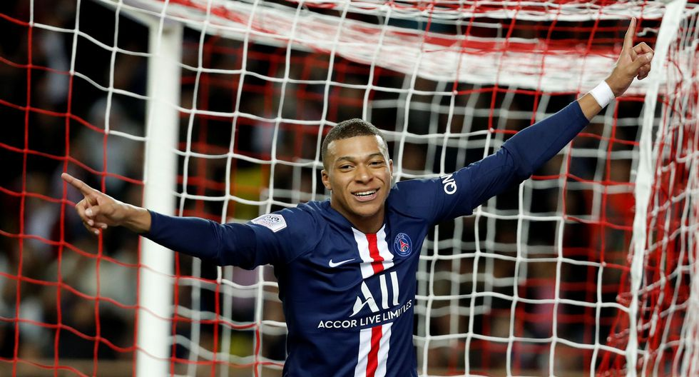 Soccer Football - Ligue 1 - AS Monaco vs Paris St Germain - Stade Louis II, Monaco - January 15, 2020   Paris St Germain's Kylian Mbappe celebrates after scoring a goal that is later disallowed     REUTERS/Eric Gaillard