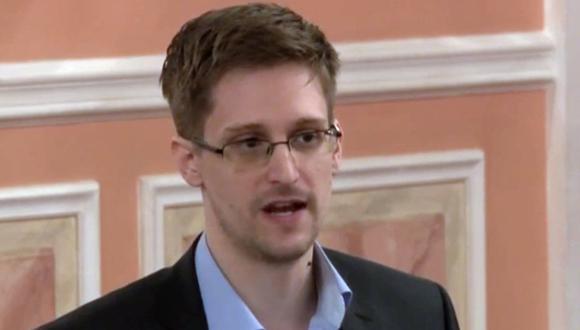 El exanalista Edward Snowden durante una ceremonia de presentación del Premio Sam Adams en Moscú, Rusia.  (AP Photo, File)