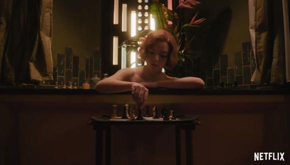 """""""Gambito de dama"""" habla sobre Beth Harmon, una joven talento en el ajedrez pero con problemas con el alcohol y las pastillas. (Foto: Captura de YouTube)."""