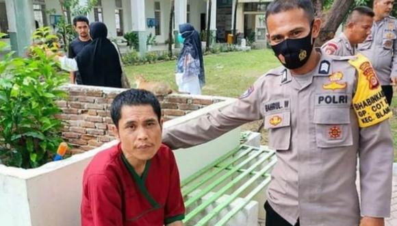 Asep fue encontrado por su compañero en un hospital psiquiátrico, gracias a una fotografía. | Foto: Kompas
