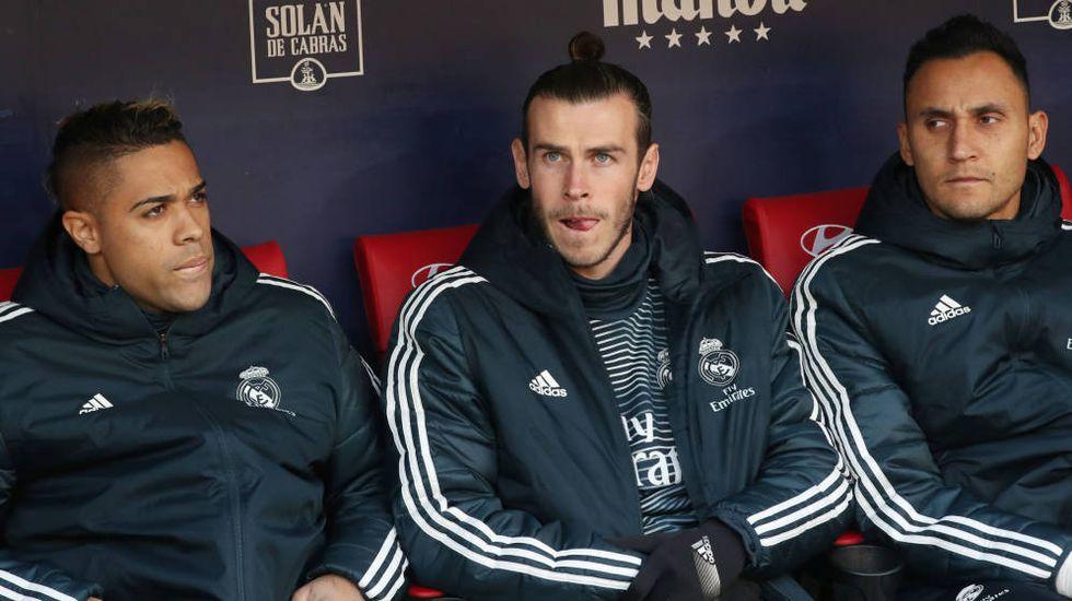 Bale en el banquillo del Real Madrid junto a Mariano y Keylor. (Foto: EFE)