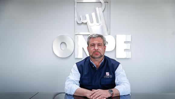 El jefe de la ONPE denunció que fue agredido física y verbalmente en el Club Regatas Lima de Chorrillos. (Foto: Hugo Pérez/El Comercio)