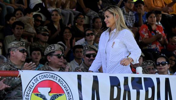 """La presidenta interina de Bolivia indicó que ante la posibilidad de que el exmandatario regrese al país, este podría ingresar pero tendrá que tener en cuenta que """"tiene problemas con la justicia"""". (AFP)"""