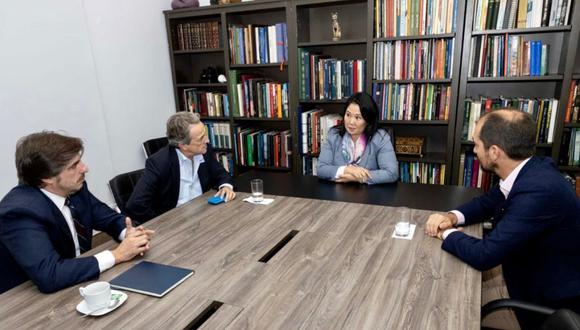 Keiko Fujimori junto a los diputados del partido español Vox y el representante del Parlamento Europeo. (Foto: @KeikoFujimori)