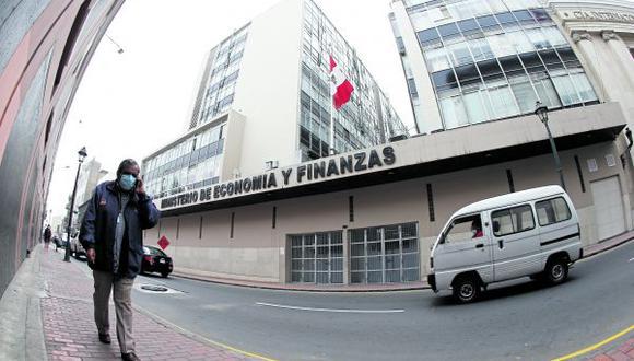 Funcionario del MEF comentó que las agencias de riesgo siguen confiando en Perú pese al mayor endeudamiento, porque están vislumbrando que el país presentará el menor ratio de deuda entre PBI de la región.