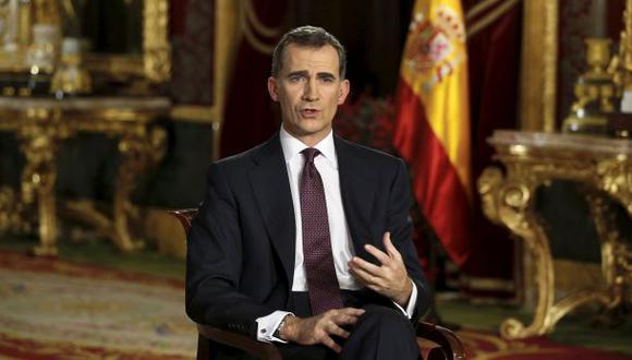 España: Felipe VI pide diálogo a políticos y garantiza unidad