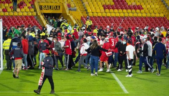 Santa Fe y Nacional se enfrentaron por la Liga BetPlay, pero hubo disturbios entre las barras dentro del Campín. Foto: Mauricio Moreno (EL TIEMPO)