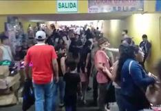 Mesa Redonda: hasta la rampa de salida en galería es tomada por ambulantes a pocas horas de Navidad   VIDEO
