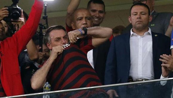 Jair Bolsonaro durante un partido disputado por el Flamengo en junio del 2019. Tras conseguir la Copa Libertadores 2019, el presidente envió un mensaje de felicitaciones.  (O'Globo / GDA)