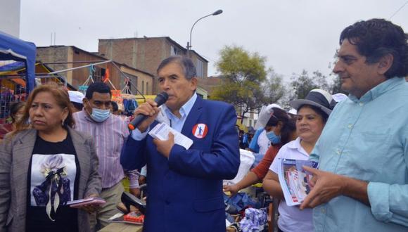 Ciro Gálvez durante una reciente actividad proselitista. (Foto: Runa / Facebook)
