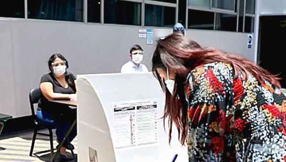 Conoce cuáles son las multas por no votar o no cumplir con ser miembro de mesa en las elecciones del 11 de abril | Foto: Andina