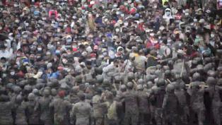 Fuerzas de seguridad frenan caravana migrante en Guatemala con gas lacrimógeno y palos