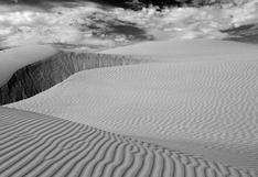 """""""Desierto"""": un retrato en blanco y negro del paisaje costero"""