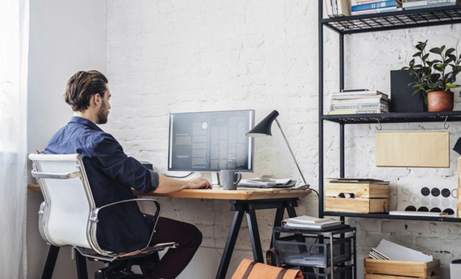 El espacio que elijamos para trabajar debe estar iluminado, lo ideal es que esté cerca a una ventana. (Foto: Shutterstock)