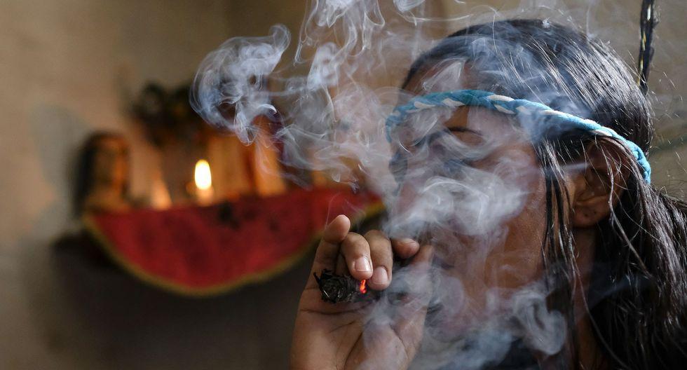 """Hierbas y """"cirugías espirituales"""", remedios desesperados para enfermos venezolanos. (Foto: AFP)"""