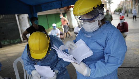 Mediante esta convocatoria, el Minsa requiere contratar profesionales de la salud para realizar funciones de vigilancia epidemiológica y respuesta a COVID-19 en redes integradas de salud en las regiones mencionadas. (FOTO: GEC)