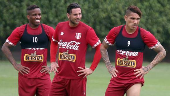 Claudio Pizarro liderando los entrenamientos de la selección peruana junto con Jefferson Farfán y Paolo Guerrero. (Foto: GEC)