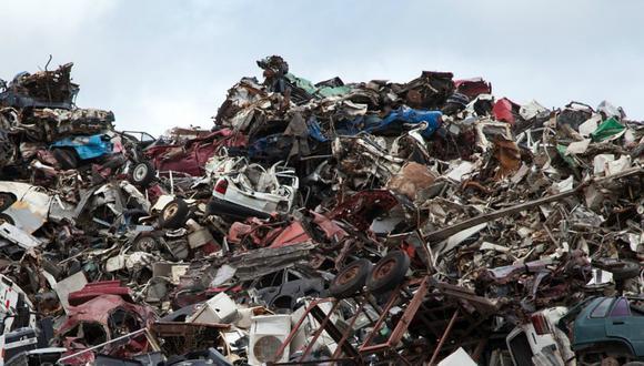 ¿Puedes encontrar al gato en medio de esta montaña de basura? (Foto: Referencial/Pixabay)