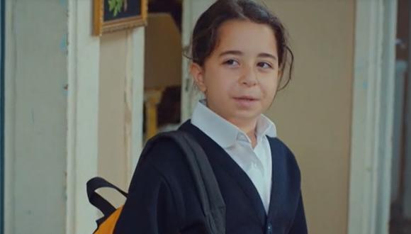 Öykü tiene la oportunidad de ayudar a su padre a aliviar sus problemas económicos con el dinero que encontró en un sobre. ¿Qué decidirá? (Foto: Med Yapım)