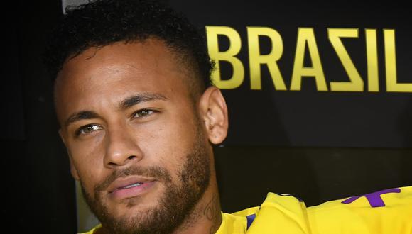 En la transmisión en video de la sesión se ve a Neymar tocarse la parte baja de la espalda, entre gestos de dolor. (Foto: AFP)