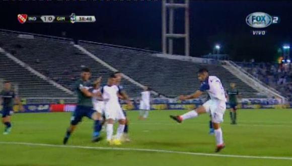 Independiente vs. Gimnasia: Martín Benítez capturó un rebote en el área para anotar el 1-0. | Foto: Captura