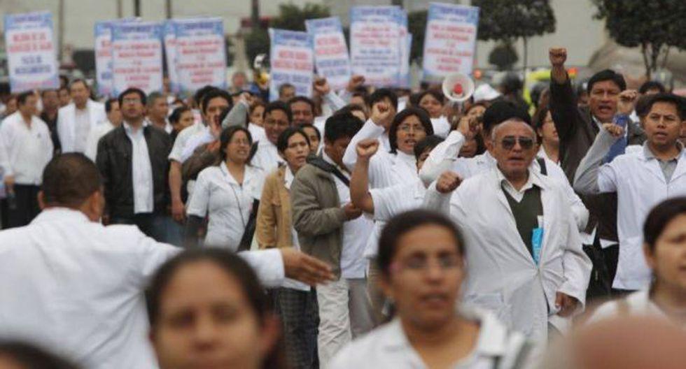 Ministerio de Salud no dará más aumentos a médicos este año