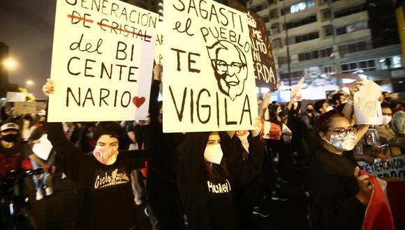 El pasado martes, decenas de jóvenes volvieron a salir a las calles, agrupándose en el distrito de Miraflores, para levantar su voz y protestas contra Marcha Nacional por los desaparecidos, contra el abuso policial y por el levantamiento de la inmunidad parlamentaria.