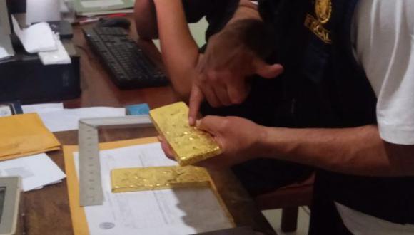 Fue detenido con dos barras de oro ilegal adheridas a su cuerpo