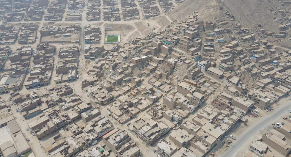 Vista aérea del poblado de Cajamarquilla en el distrito de Chosica donde fueron instalados los ductos de desagüe por el consorcio Saneamiento Cajamarquilla. (Foto: Jorge Cerdán).