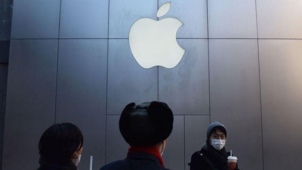 """China amenaza con """"aislar"""" a las empresas tecnológicas como Apple de su economía digital."""
