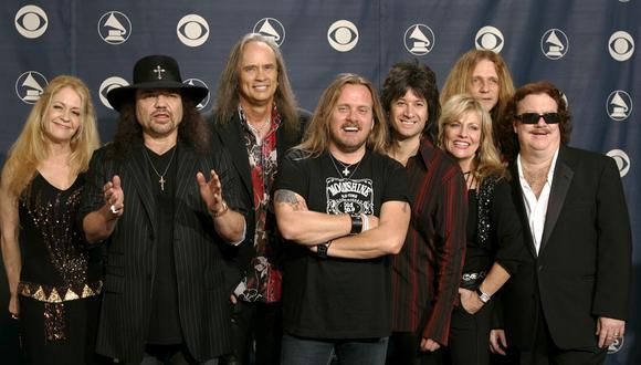 Mienbros de la banda Lynyrd Skynyrd en la 47 ceremonia de los premios Grammy, realizados en el Staples Center de Los Angeles. (Foto: Reuters)