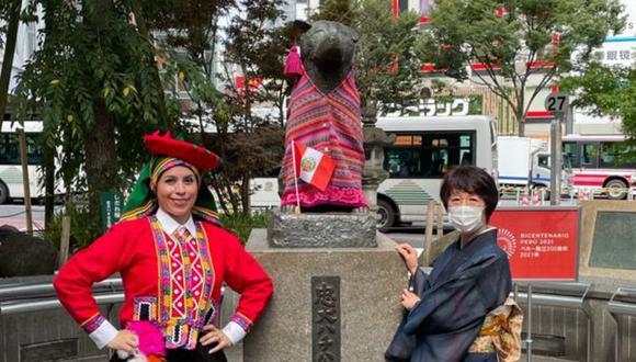 Estatua de Hachiko fue vestida con un traje típico peruano. (Foto: Cancillería del Perú)