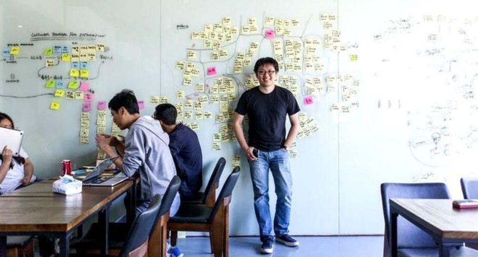 Jun Yu se va al trabajo cada día con tres smartphones.