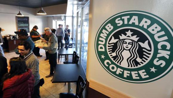 El Dumb Starbucks tuvo corta vida: lo cerraron